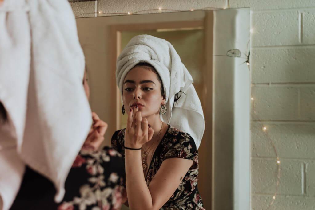 Maść na trądzik, która nawilża i oczyszcza, to podstawa codziennej pielęgnacji cery.
